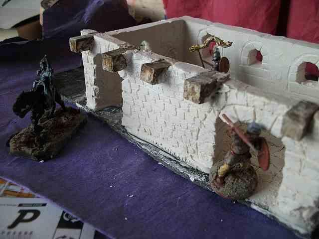 [Tuto] Remparts en plâtre - Moule en polystyrène - Page 2 MuretPlatreMaison_0012
